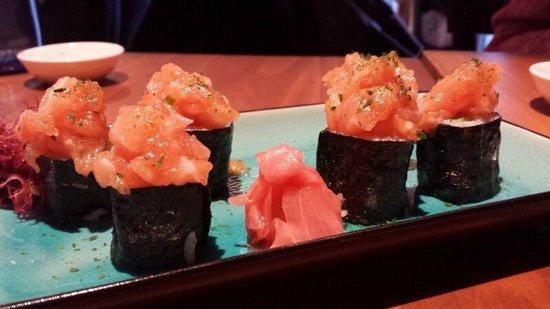 Kitsune Sushi Bar: sushi con tartar de salmón