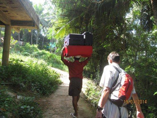 Vedic Heritage Boutique Hotel: Perfekter indischer Gepäcktransport (Traglast über 40 kg)