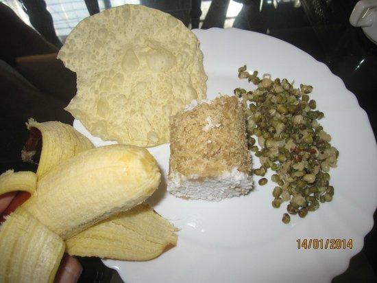"Vedic Heritage Boutique Hotel: ...süßes Frühstück im Kerala-Style (noch im ""Ganzen"")"