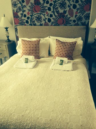 The Grange Country House: Very comfortable bed!!