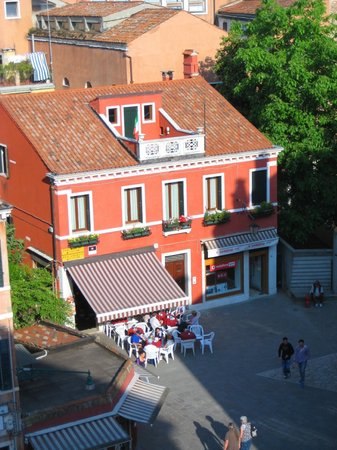 Hotel Papadopoli Venezia MGallery by Sofitel: view from the hotel window at a cafe below