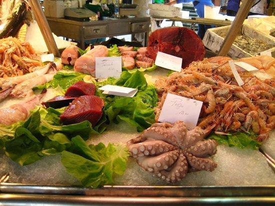 Hotel Papadopoli Venezia MGallery by Sofitel: seafood at at the market