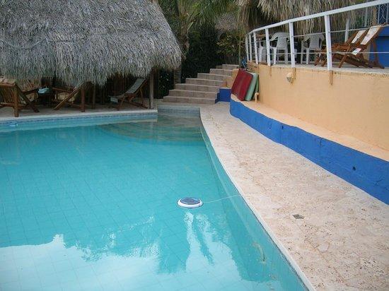Casa Los Cerros: Pool colours