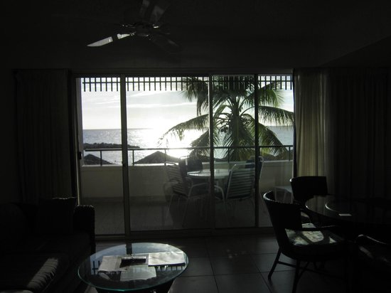 Flamingo Beach Resort: view from room to balcony and beach