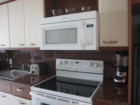 Flamingo Beach Resort: kitchen