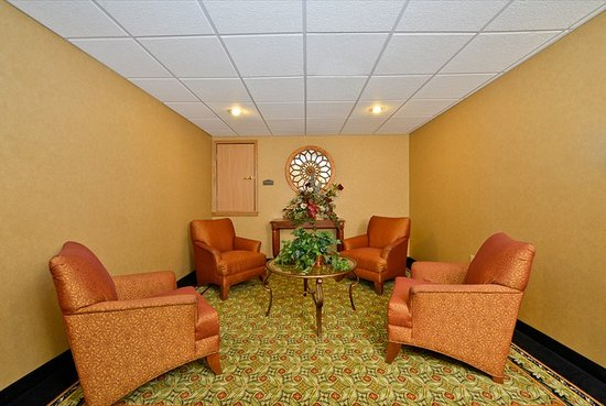 Holiday Inn Express Rochelle: Upstairs Lounge