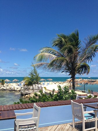 Ocean Point Resort & Spa : View from the restaurant overlooking the beaches