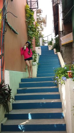 Agos Boracay Rooms + Beds: Stairways up to the hotel