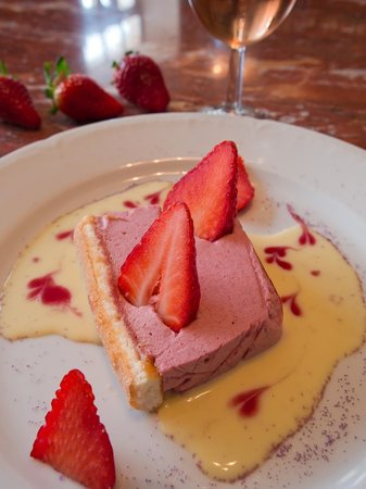 Hotel La Marbrerie : Luc La Marbrerie - Bavarois aux fruits rouges