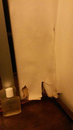 Scole Inn: peeling paper