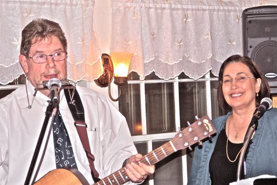 Bernerhof Inn Bed and Breakfast: Live music in our Black Bear Pub!