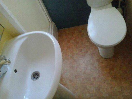 cuarto de baño( nada que ver con las fotos de la web): Camping ...