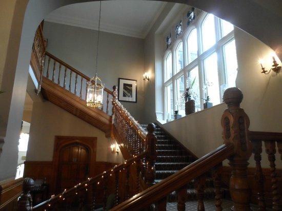 Hartsfield Manor, Betchworth: Main stairwell view 1