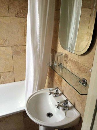Bridge House Hotel : Bathroom #1