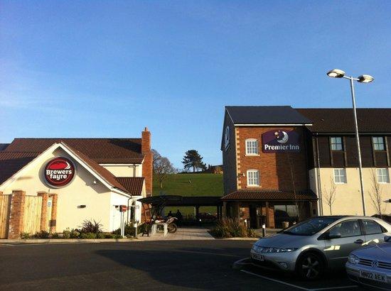 Premier Inn Glastonbury Hotel: View from the car park