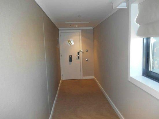 Hilton Barcelona: long room corridor to keep out noise