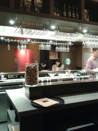 Terroir Parisien de Yannick Alleno – Maison de la Mutualite: table comptoir