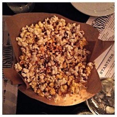 Moonshine Patio Bar & Grill: Free Popcorn