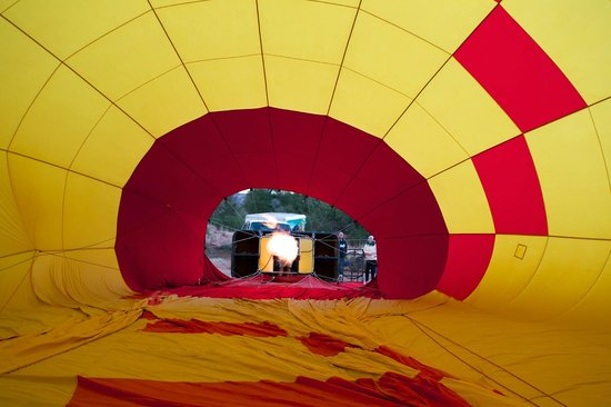 Red Rock Balloons : Inside the balloon while it was being blown up