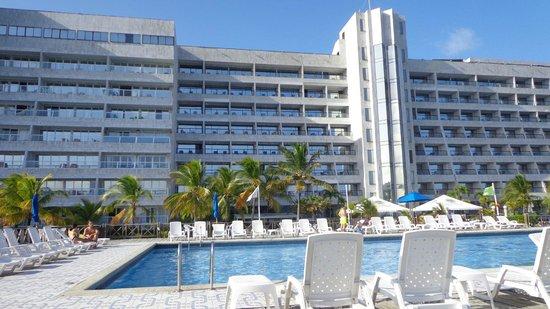 GHL Relax Hotel Sunrise : piscina e prédio do hotel