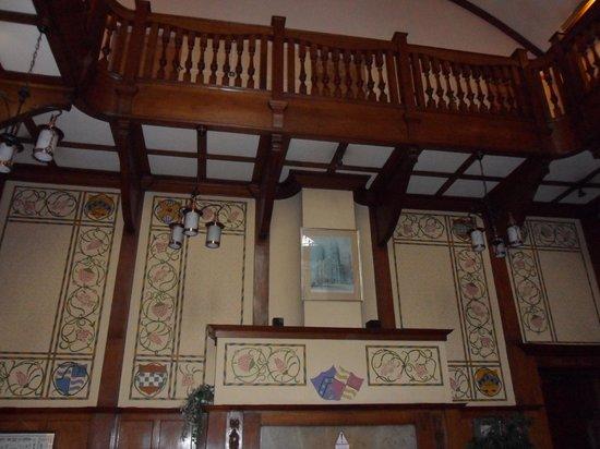 Elmbank Hotel : Gallery overlooking main hallway