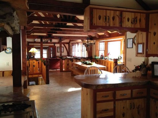 Arrowhead Pine Rose Cabins: Dining room at Alpine Lodge