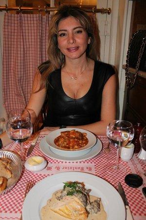 lovely wife picture of la fontaine de mars paris tripadvisor. Black Bedroom Furniture Sets. Home Design Ideas