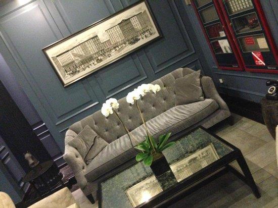 Cosmopolitan Hotel - Tribeca: Hotel Lobby Front Desk near elevators