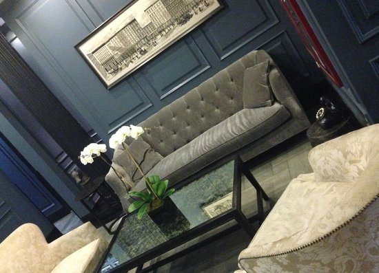 Cosmopolitan Hotel - Tribeca: Hotel Lobby Sitting Reading Area Mint Kept Condition