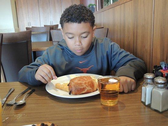 Clayton Hotel Dublin Airport: Quick Breakfast