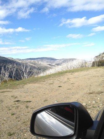 Kosciuszko Tourist Park: Views of mountains when driving