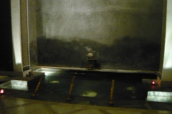 Riad Layla : Fountain and relax