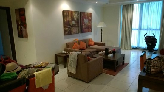 Abidos Hotel Apartment - Al Barsha: Living room