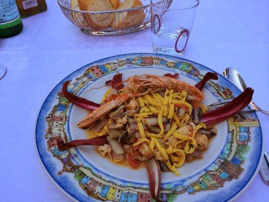 Al Gatto Nero Da Ruggero: Mixed seafood/radichio pasta