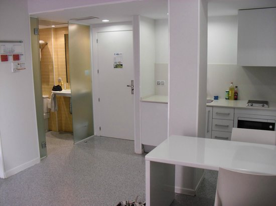 Mix Bahia Real: Es ist ein Raum - Bad mit galstür abgetrennt
