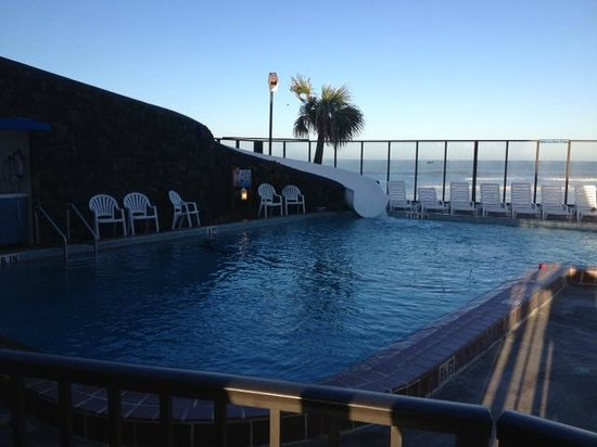 Sun Viking Lodge : piscina exterior climatizada