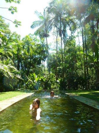 Le Gite D' Indaiatiba: piscine d'eau de source