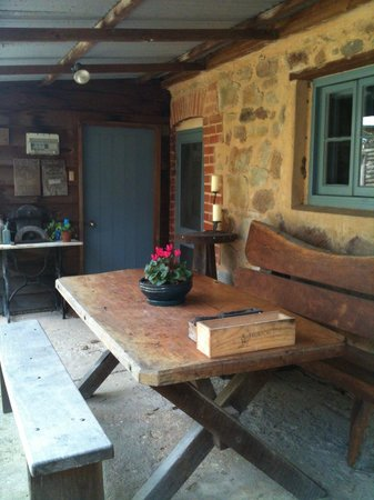 The Miner's Cottage: Enjoy a glass of wine or your evening meal on the back veranda of The Miners Cottage
