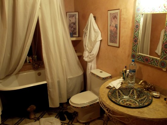 Riad Dar El Kebira : the bathroom