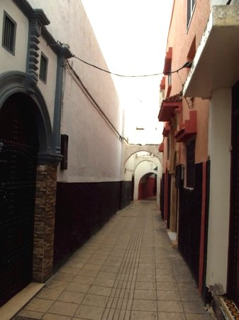 Riad Dar El Kebira : street outside the hotel