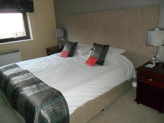 Hunley Hotel and Golf Club: Comfiest bed with perfect pillows!!!