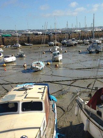 Harbour View Guest Accomodation: StAubin--opposite B&B