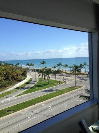 Sonesta Fort Lauderdale Beach: Corner Suite view, looking North