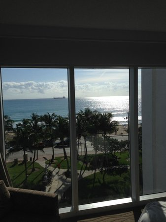Sonesta Fort Lauderdale Beach: View from the front window of the corner room