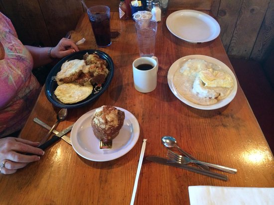 Janet's Montana Cafe: Breakfast. That is a half order of biscuits & gravy!