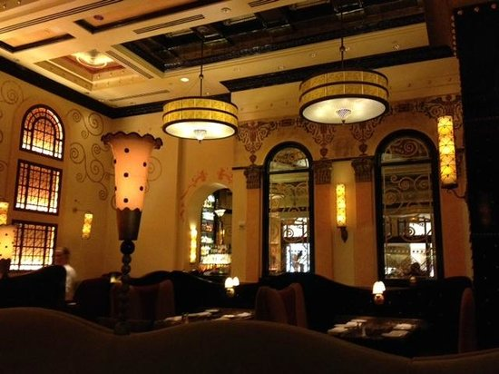 Grand Lux Cafe: interior restaurante