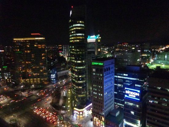 Grand InterContinental Seoul Parnas: Night view from the window facing front.
