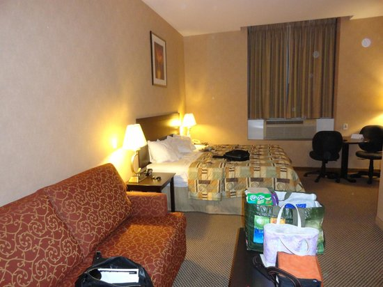Econo Lodge Woodstock: Inside room with sitting area