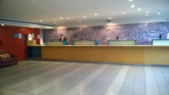 St Giles Heathrow - A St Giles Hotel: Reception