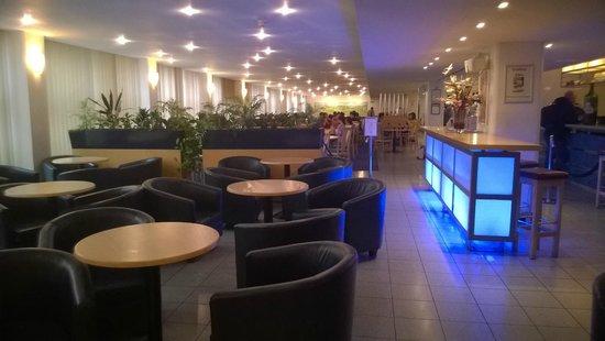 St Giles Heathrow - A St Giles Hotel : Bar area